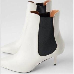 Zara Stretch mid heel booties white sz39